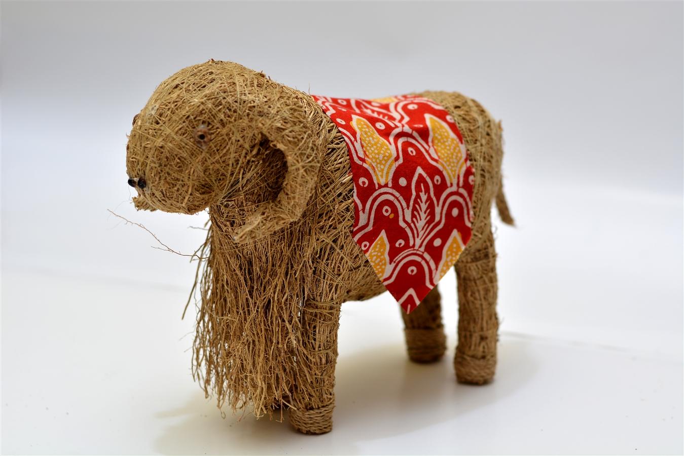 Salah satu produk kerajinan akar wangi berbentuk Domba Garut. (Paket Wisata Garut, Wisata Edukasi Kerajinan Akar Wangi, Study Tour)