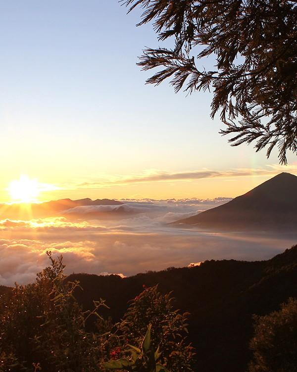 Sunrise Gunung Papandayan dari Ghober Hut (Dokumentasi Jelajah Garut) Tempat Wisata di Garut
