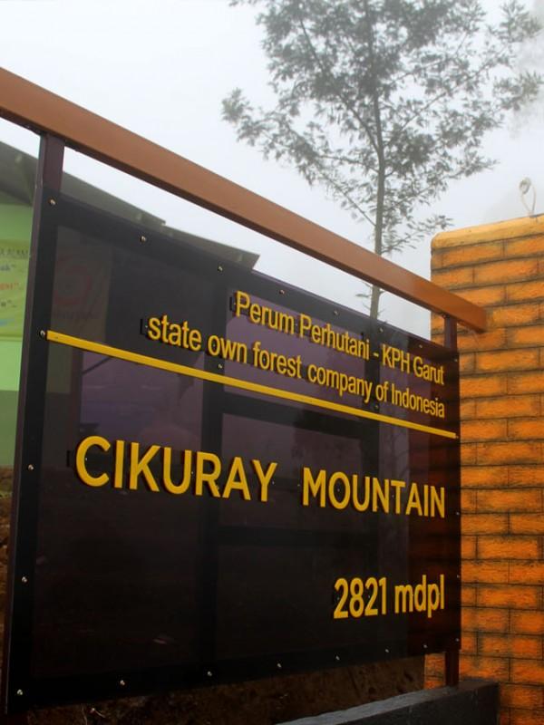 kini ada sebuah monumen di jalur pemancar. Peresmian Wana Wisata Pendakian Gunung Cikuray