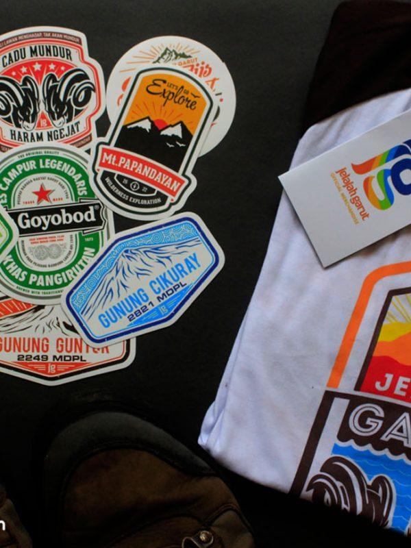 Merchandise, salah satu lini usaha kecil yang menopang kegiatan Jelajah Garut